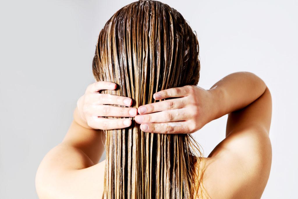 """Как дейтвует процедура """"Абсолютное счастье для волос""""."""
